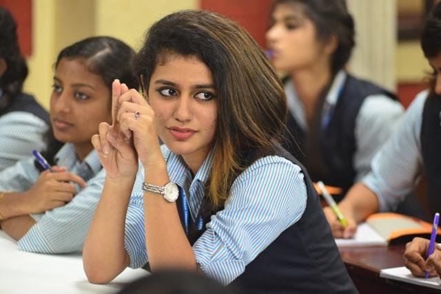 'ஒரு அடார் லவ்' தமிழ் மொழியிலும் பிப்ரவரி 14-ம் தேதி வெளியாகிறது..!