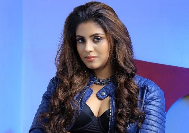 2019-ல் 'காபி' படத்தின் மூலம் அடுத்த ரவுண்டை துவக்குகிறார் நடிகை இனியா..!