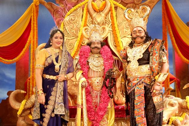 'தர்ம பிரபு' படத்தின் கலக்கலான ஸ்டில்ஸ்