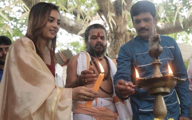 இ.வி.கணேஷ் பாபு-சிருஷ்டி டாங்கே நடிக்கும் 'கட்டில்' படம் துவங்கியது