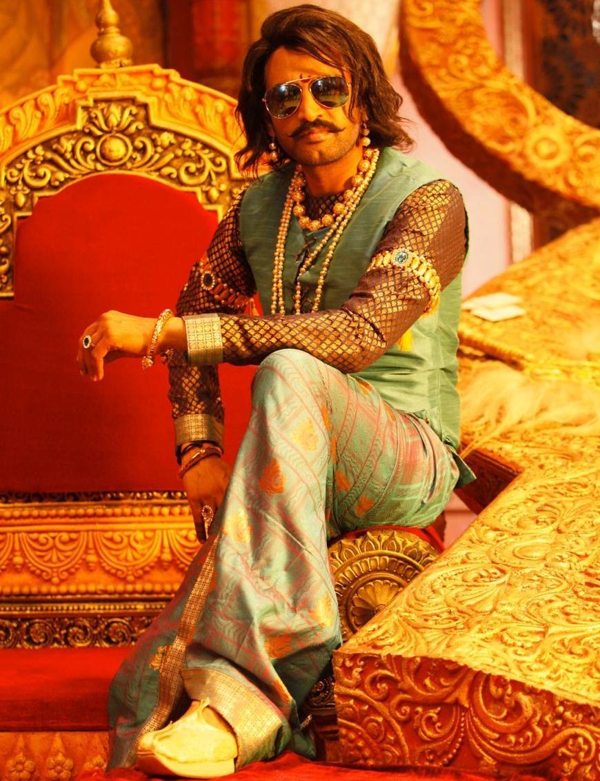 சந்தானம் ராஜா வேடத்தில் நடிக்கும் 'பிஸ்கோத்' திரைப்படம்..!