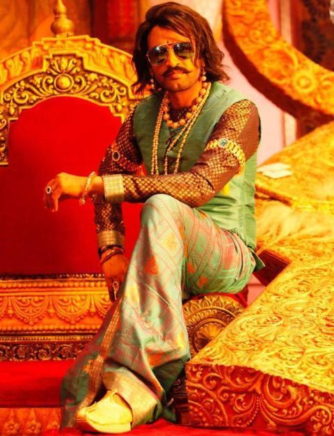 சந்தானம் மூன்று வேடங்களில் நடிக்கும் 'பிஸ்கோத்' தீபாவளிக்கு வெளியாகிறது..!