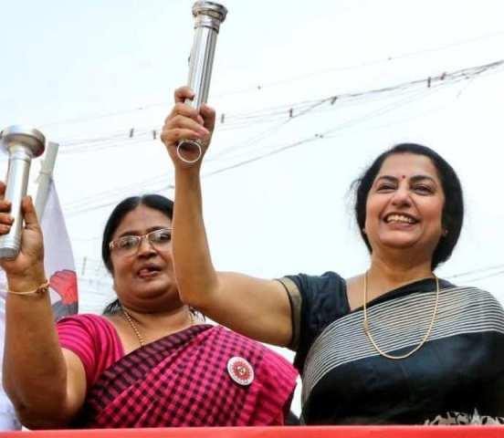 தேர்தல் பிரச்சாரத்தில் திடீரென்று குதித்த நடிகை சுஹாசினி..!