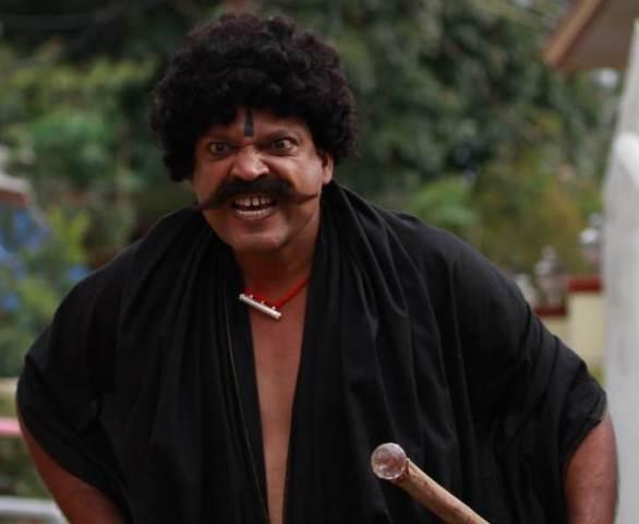 குழந்தைகளை பயமுறுத்த வரும் 'டாடி' ஜான் விஜய்