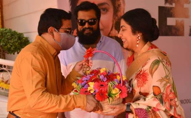 சரத்குமார்-சுஹாசினி நடிக்கும் புதிய படம் பூஜையுடன் துவங்கியது..!